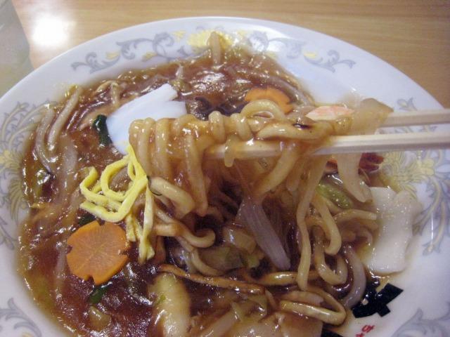 中太平打麺に具沢山の餡が絡む