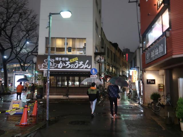 博多祇園、かろのうろんの裏通りへ
