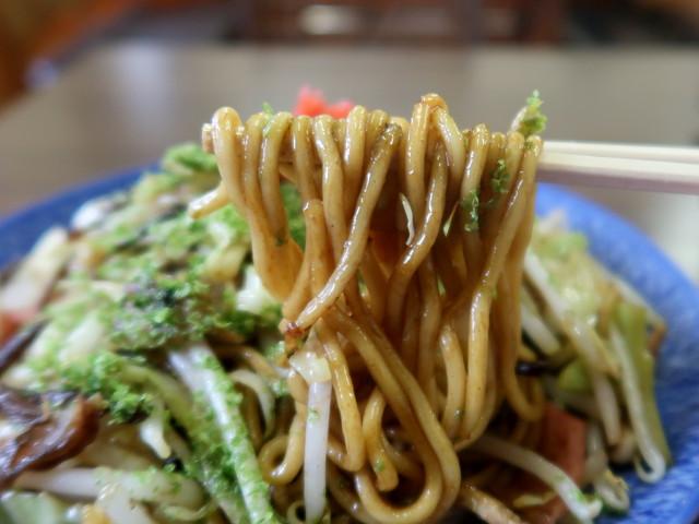 麺はチャンポン麺を使用