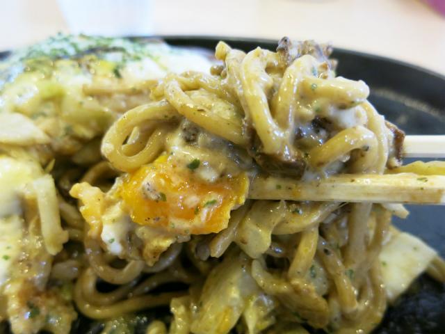 モチモチ・シコシコのストレート麺が美味しい