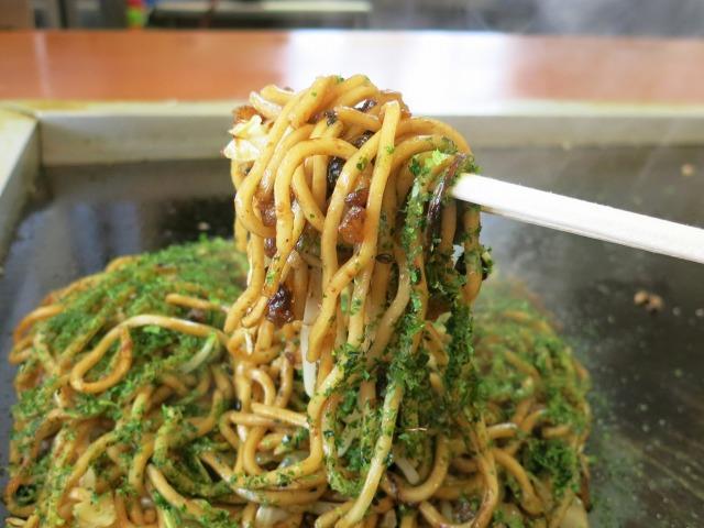 モチモチ麺にゴマと青海苔の風味が良い