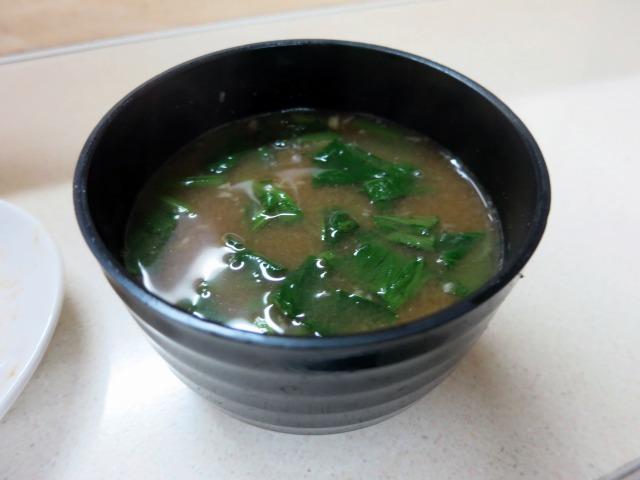 付け合せの味噌汁はニンニク風味