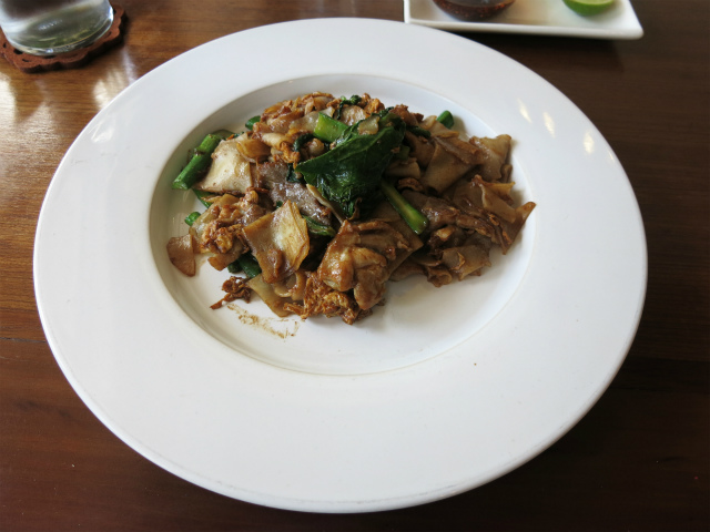 Fried flat rice noodles with pork 25,000kip