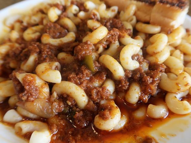 マカロニと牛ひき肉、トマトソースのごった煮