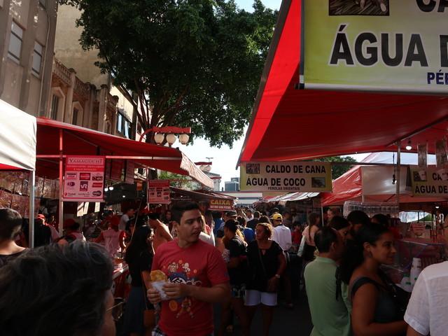週末の東洋市、Feira da Liberdade