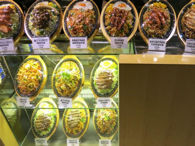 FRESHWILL 店頭の食品サンプル群