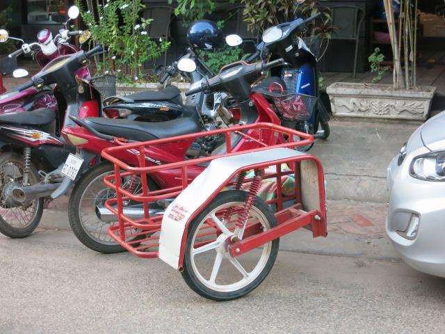 ラオスで見かけたスクーター用サイドカー