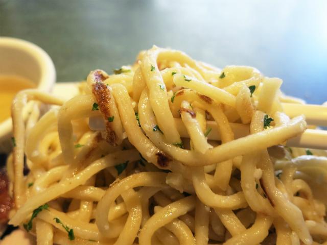 Garlic Noodles はモッチモチの太麺