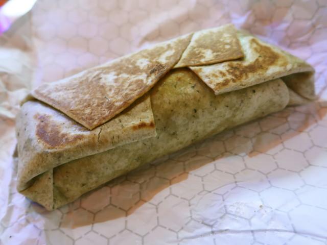 薄いパンで包んだブリトー