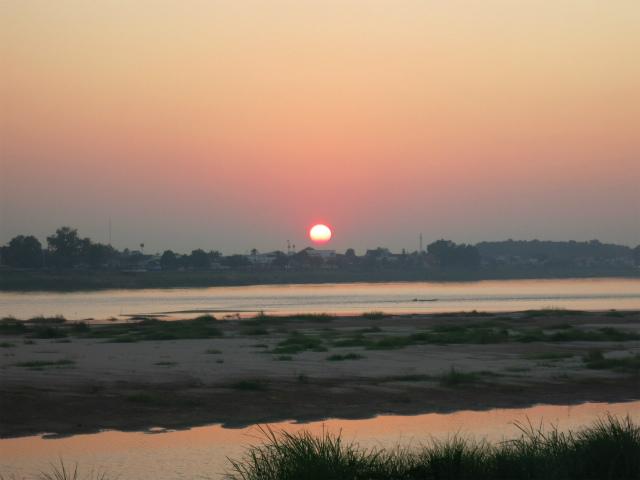 メコン川に沈む夕日