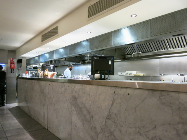 wagamama 厨房の様子