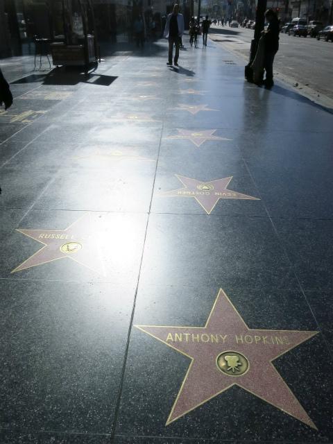 映画スターの名前が刻まれるHollywood Blvd