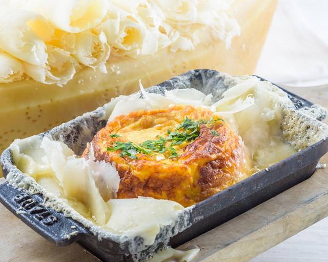 チーズonチーズ! チーズスフレオムレツ
